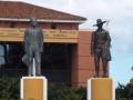 Das Parlament mit Sandino-Statue rechts.