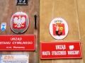 Man beachte die Dame im Warschauer Wappen rechts.