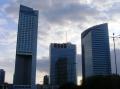 Das moderne Warschau direkt daneben.